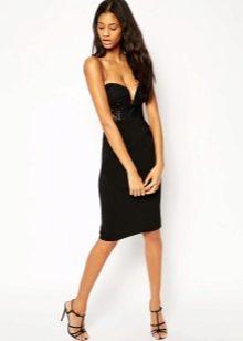 Черное платье-футляр с корсетом