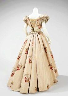 Платья корсетами старинные пышные