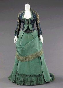 Старинное зеленое платье с корсетом