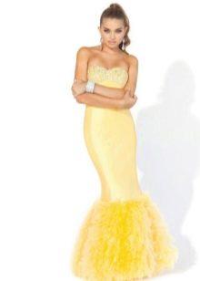 Длинное желтое платье с корсетом