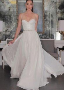 Модное белое платье с корсетом