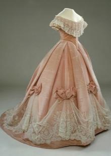 Старинное розовое платье с корсетом