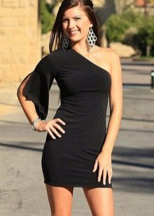 Платье с одним коротким свободным рукавом
