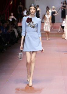Голубое платье с розами на модном показе Dolce & Gabbana