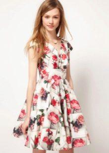 Белое платье с юбкой солнце с принтом розы