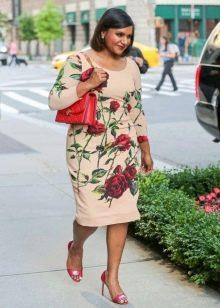Платье с розами для полных женщин