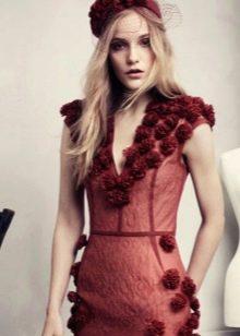 Платье с объемными розами
