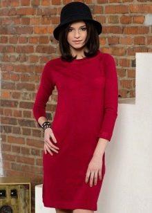 Вязаное красное платье с рукавом реглан