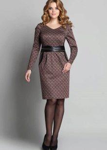 Офисное платье с рукавом реглан