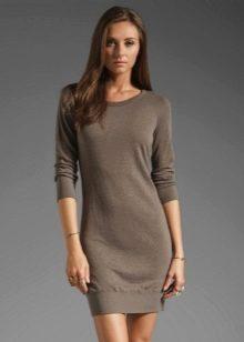 Вязаное платье серого цвета с рукавом реглан в три четверти