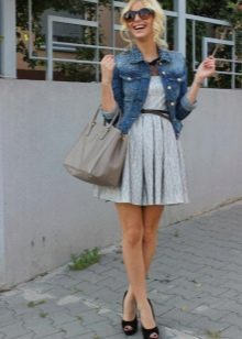 Куртка из денима к платью с юбкой полусолнце