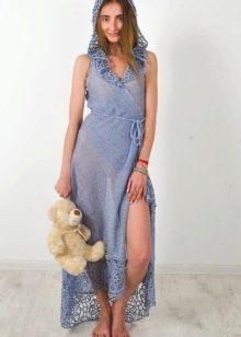 Длинное тонкое летнее вязаное платье с запахом