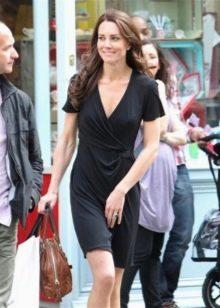 Черное платье с запахом с коротким рукавом