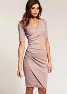 Сиреневое платье с запахом с коротким рукавом