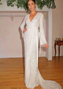 Длинное белое платье с запахом