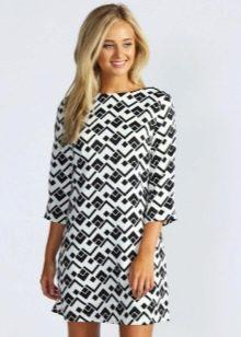 Платье-шифт с рукавом в три четверти
