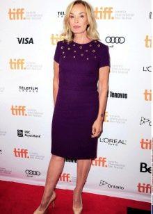 Фиолетовое платье-шифт для женщин в возрасте