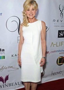 Белое платье-шифт для женщин за 50