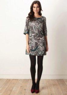 Платье-шифт в сочетание с плотными колготками