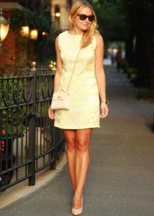 Полуоблегающее платье-шифт