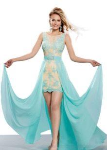 Короткое бежево-бирюзовое платье со шлейфом