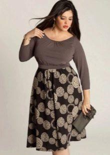 Платье Татьянка из однотонной светлой ткани на топ и темной ткани с принтом на юбку для полных женщин