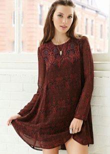 Теплое бордовое платье-трапеция