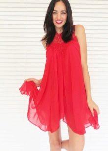 Красное платье-трапеция