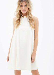 Белое платье-трапеция