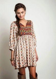 Платье-туника с сапогами