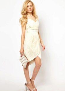 Бежевое платье тюльпан