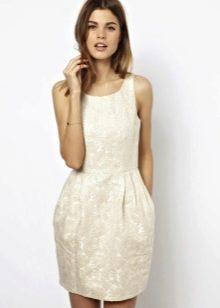 Платье фасона тюльпан с круглым вырезом
