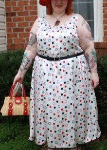 Белое платье в цветной горошек для полных