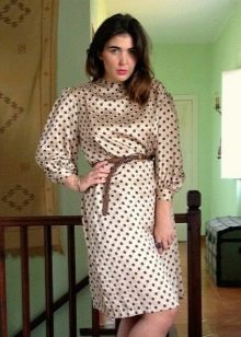 Шелковое бежевое платье в коричневый горошек с дилнным рукавом