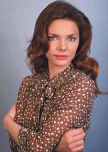 Коричневое платье в белый горошек - Лиза Боярская