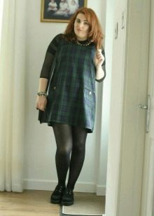 Платье в темно-зеленую шотландскую клетку (тартан) для полных девушек