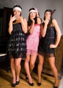 Розовое платье в стиле чикаго