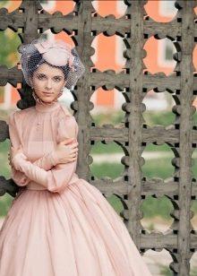 Свадебное платье в стиле Одри Хепберн закрытое в стиле нью лук
