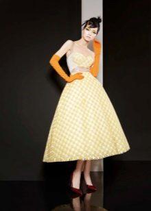Желтое платье в стиле стиляг