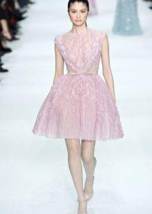 Платье на выпускной в стиле стиляг розовое