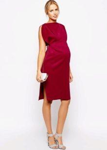 Красное платье для беременной девушки