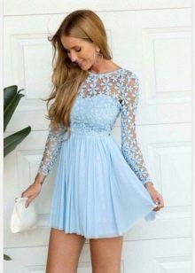 Голубое комбинированное кружевом короткое платье с длинным рукавом
