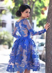 Синее кружевное платье с длинным рукавом