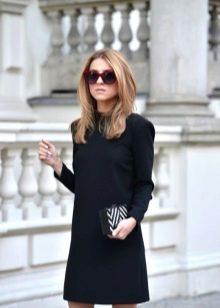Черное короткое шерстяное платье с длинным рукавом