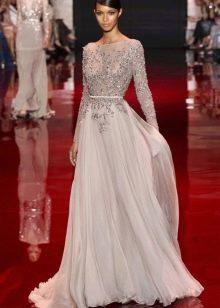 Длинное комбинированное из кружева и шифона платье с длинным рукавом