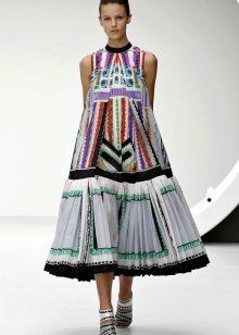 Платье с необычным рисунком для худых