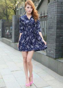 Синее короткое платье с завышенной талией