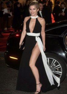 Длинное платье с завышенной талией в сочетание с босоножками на шпильке