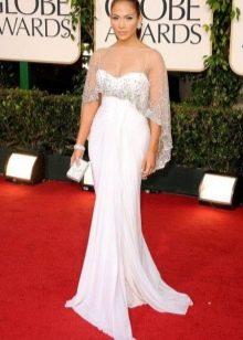 Белое длинное платье с завышенной талией