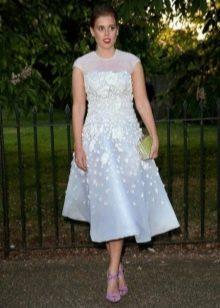 Расклешенное нарядное платье с завышенной талией